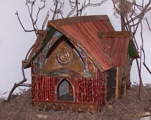 http://www.realfairies.net/wp-content/uploads/2008/10/fairy_house1-300x239.jpg